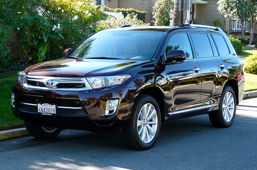 2011 toyota highlander hybrid 500 01 People take a look at the new Attractive and Luxury SUV model 2012   Toyota Highlander